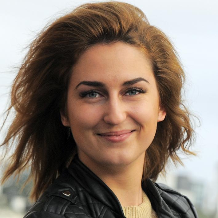 Renata - specialist i manikure og pedikure. Tilbyder shellak, gele negle, udsmykning osv. Sprog: engelsk, russisk