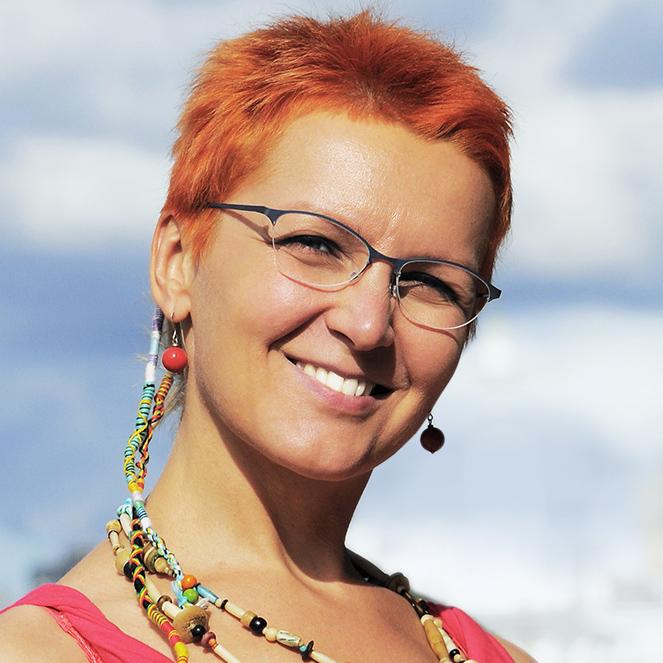 Veronika - frisør, stylist og chef for HairLab. 12 år i branchen. Kan lave de vildeste frisurer og farver. Sprog: dansk, engelsk, russisk